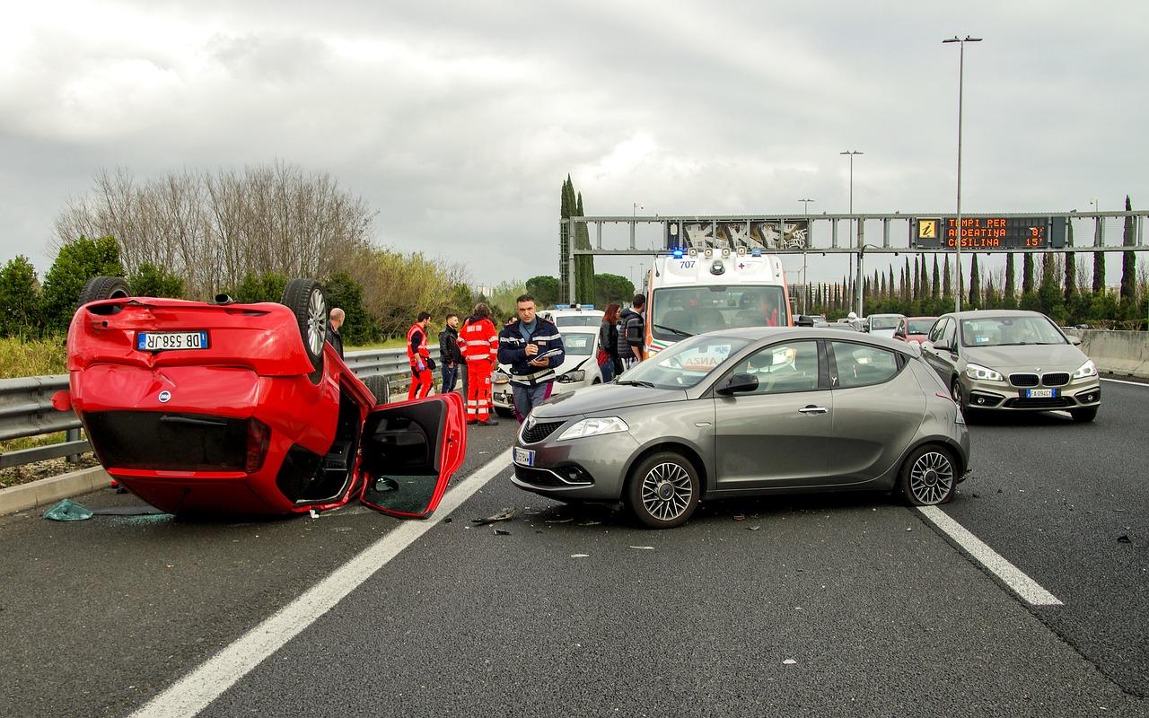 Ein Verkehrsunfall auf einer Autobahn
